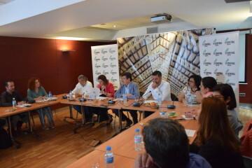 Tertulia-café sobre el Mercado Central de los candidatos a la Alcaldía y la Junta Directiva 20190520_155951 (12)