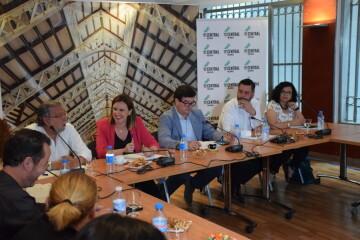 Tertulia-café sobre el Mercado Central de los candidatos a la Alcaldía y la Junta Directiva 20190520_155951 (6)