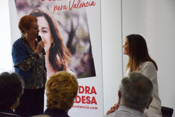 Visita al Centro municipal de actividades de personas mayores De NOU-MOLES de Sandra Gómez acompañada de Ximo Puig, President de la Generalitat 20190522_115302 (39)