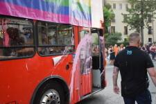 Ciudadanos denuncia un ataque con pintura a su autobús de la marcha del Orgullo LGTBI+ en Valencia (3)