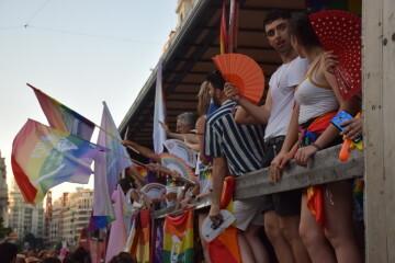 Marcha en València del Orgullo LGTBI+ para celebrar los avances y no dar ni un paso atrás en derechos (118)