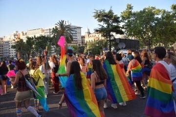 Marcha en València del Orgullo LGTBI+ para celebrar los avances y no dar ni un paso atrás en derechos (14)