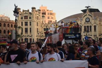 Marcha en València del Orgullo LGTBI+ para celebrar los avances y no dar ni un paso atrás en derechos (144)