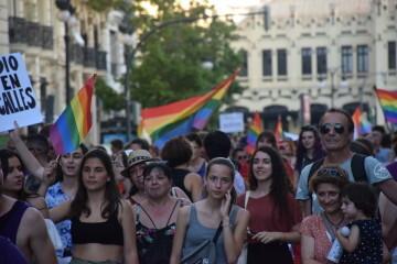 Marcha en València del Orgullo LGTBI+ para celebrar los avances y no dar ni un paso atrás en derechos (21)