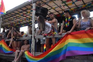 Marcha en València del Orgullo LGTBI+ para celebrar los avances y no dar ni un paso atrás en derechos (238)