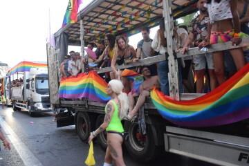 Marcha en València del Orgullo LGTBI+ para celebrar los avances y no dar ni un paso atrás en derechos (240)