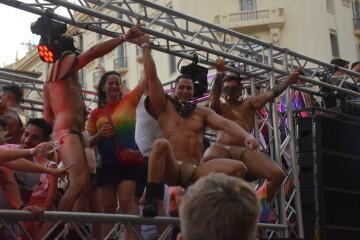 Marcha en València del Orgullo LGTBI+ para celebrar los avances y no dar ni un paso atrás en derechos (284)
