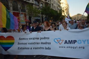 Marcha en València del Orgullo LGTBI+ para celebrar los avances y no dar ni un paso atrás en derechos (29)
