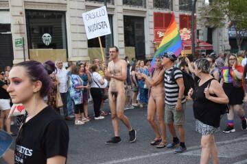 Marcha en València del Orgullo LGTBI+ para celebrar los avances y no dar ni un paso atrás en derechos (39)