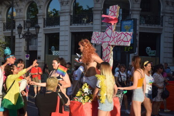 Marcha en València del Orgullo LGTBI+ para celebrar los avances y no dar ni un paso atrás en derechos (4)