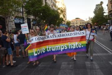 Marcha en València del Orgullo LGTBI+ para celebrar los avances y no dar ni un paso atrás en derechos (60)
