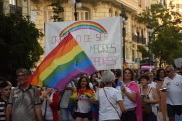 Marcha en València del Orgullo LGTBI+ para celebrar los avances y no dar ni un paso atrás en derechos (69)