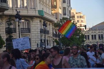 Marcha en València del Orgullo LGTBI+ para celebrar los avances y no dar ni un paso atrás en derechos (76)
