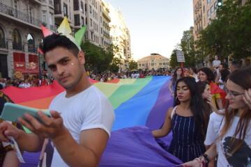 Marcha en València del Orgullo LGTBI+ para celebrar los avances y no dar ni un paso atrás en derechos (9)