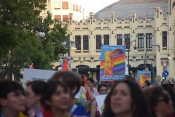 Marcha en València del Orgullo LGTBI+ para celebrar los avances y no dar ni un paso atrás en derechos (90)