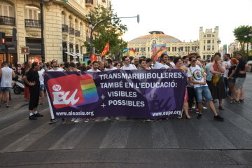 Marcha en València del Orgullo LGTBI+ para celebrar los avances y no dar ni un paso atrás en derechos (93)