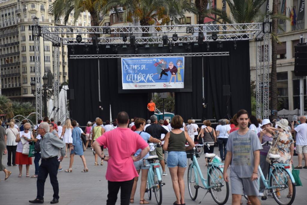 """Celebración Día Internacional de las Personas MayoresCentro Óptico Losan colabora en la """"Trobada Saludable"""" de Valencia 2019 (2)"""
