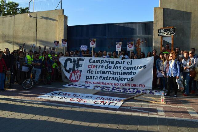 Concentracion-cierre-CIE-Zapadores-Valencia_EDIIMA20140607_0061_32