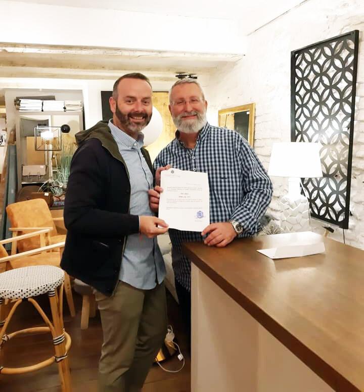 Fran Tochena, Maestro Mayor del Gremio de Sastres y Modistas CV junto a Paco Albert, Premio Joia 2019