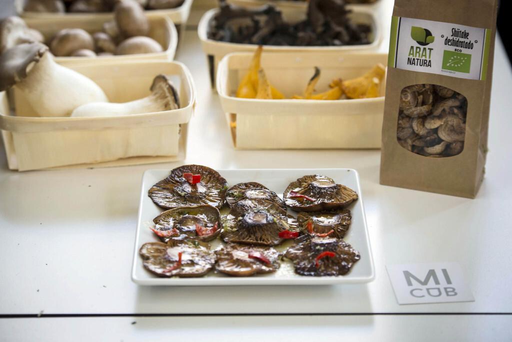 Mercado de Colon València, presentación setas y platos.