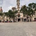 Actuaciones, castillos y más de 360 puestos ambulantes tomarán este domingo la plaza del Ayuntamiento de València