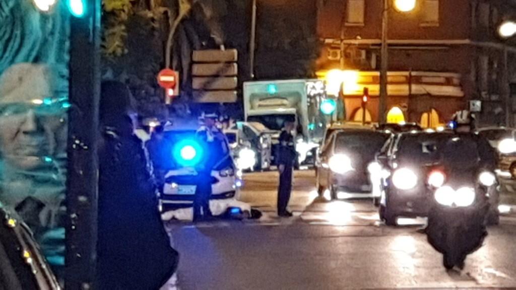 Un conductor atropella a un ciclista en la Avenida Constitución de Valencia 20191025_074132 (12)