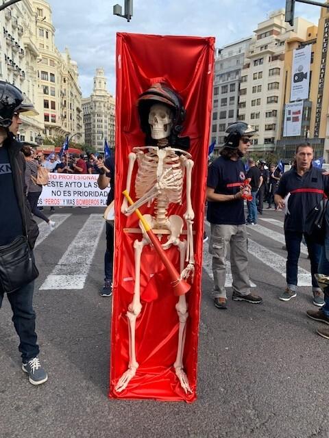 Manifestación de bomberos del ayuntamiento de Valencia por las pésimas condiciones en las que se encuentra el servicio.