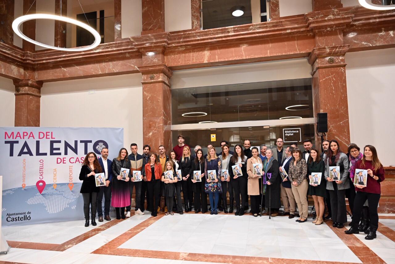 23-12-19 Foto de grupo Amparo Marco y talentos