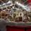 El Mercado Central muestra su Belén artesano, con un gran mercado, elaborado por los vendedores, y su decoración de Navidad