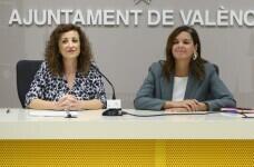 La regidora de Desenvolupament i Renovació Urbana i vicealcaldessa de València, Sandra Gómez, i la regidora d'Acció Cultural, Maite Ibáñez, presenten en roda de premsa les mesures de col·laboració entre les dos regidories. Sala de premsa municipal