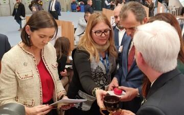 La ministra Reyes Maroto interesada en el producto Camino del Santo Grial