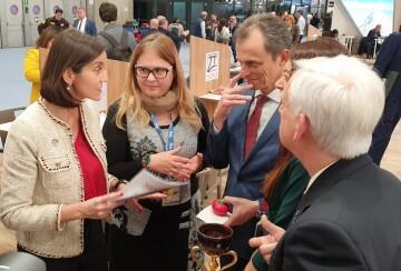 La ministra explica la importancia de las rutas religiosas a nivel global
