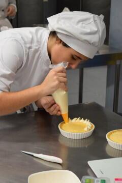 Las alumnas de segundo del Ciclo Medio de Pastelería de Altaviana presentan sus proyectos finales (3)