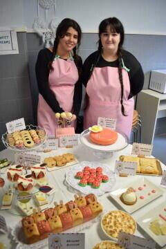 Las alumnas de segundo del Ciclo Medio de Pastelería de Altaviana presentan sus proyectos finales (32)