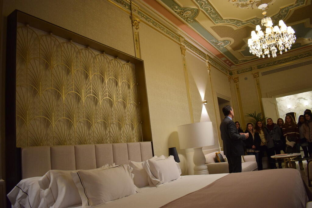 Las alumnas del Ciclo Superior de Gestión de Alojamientos Turísticos de Altaviana visitan el Hotel Palacio Vallier (4)