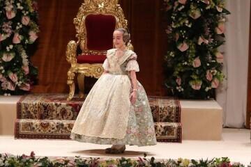 Momentos mágicos de la exaltación de la Fallera Mayor Infantil de Valencia Carla García (25)