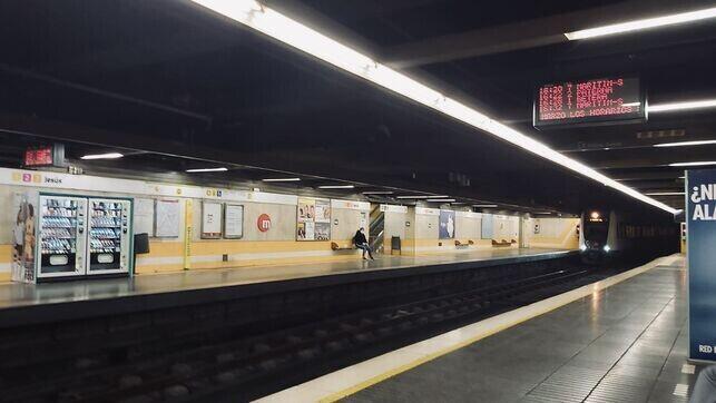 Estacion-metro-Valencia-practicamente-vacia_EDIIMA20200323_0039_19