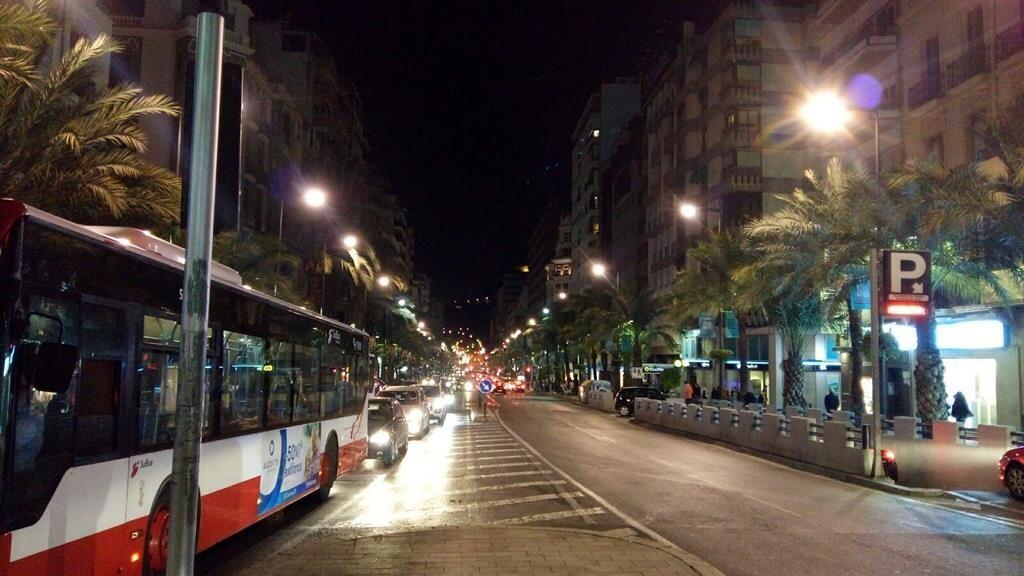 Los autobuses de Alicante pasan a ser gratuitos, se accederá por detrás y reducen sus plazas en un tercio