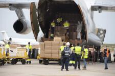 Aterriza en el aeropuerto de Castelló el avión procedente de China con las 370.000 mascarillas (1)