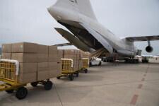 Aterriza en el aeropuerto de Castelló el avión procedente de China con las 370.000 mascarillas (2)