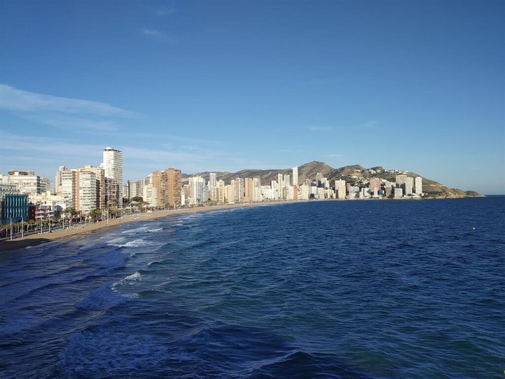 Benidorm retrasa la apertura de sus playas al 15 de junio e impondrá horarios y prohibirá su uso a mediodía