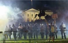 Donald_Trump_se_refugió_en_el_búnker_de_la_Casa_Blanca_durante_las_protestas_en_Washington_Infobae