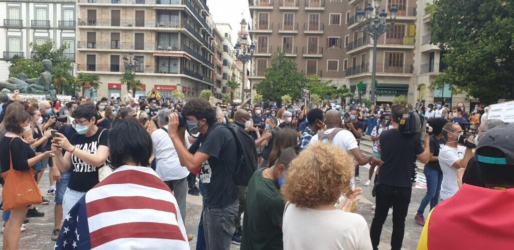 Valencia desafía las prohibiciones por George Floyd, el afroamericano muerto 20200607_110044(2)