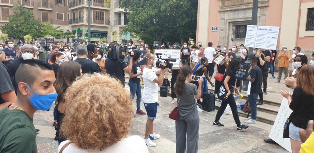 Valencia desafía las prohibiciones por George Floyd, el afroamericano muerto 20200607_110044(7)